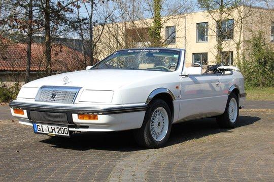 Ganz in weiß: Der Chrysler LeBaron als Cabrio!